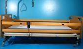 Pat electric pentru ingrijire pacienti cu trei sectiuni Invacare