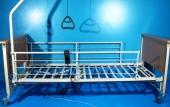 Pat electric pentru ingrijire pacienti cu doua sectiuni Invacare